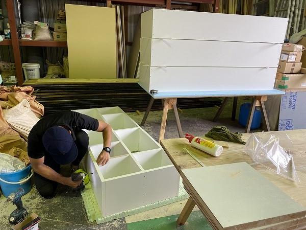 間仕切家具製作中